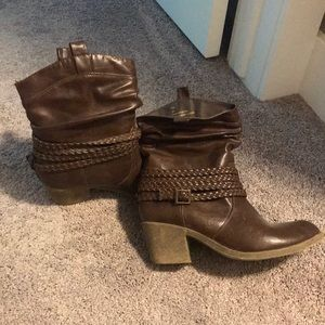 Other - Women's short cowgirl boots